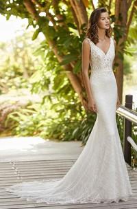 Elegant Sleeveless And Open Back V-neck Lace Mermaid Wedding Dress With Court Train