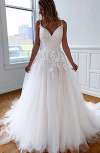 Simple Modern Ball Gown Lace Tulle Spaghetti V-neck Sleeveless Wedding Dress With Pleats