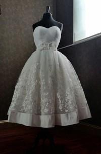 Cute Tea-Length Appliqued A-Line Wedding Dress With Bow