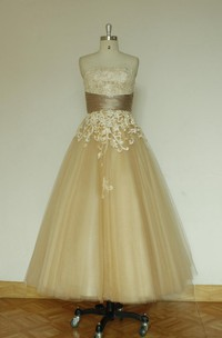 Vintage Inspired Tea-Length Tulle Wedding Dress With Lace Appliques