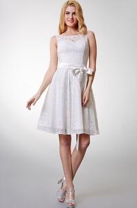 Bateau Neck Lace Knee-length Bridesmaid Dress
