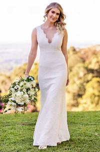 Elegant Lace Scalloped Sheath Floor-length Low-V Back Wedding Dress