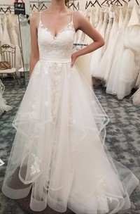 Sleeveless Spaghetti Adorable Ruffled V-neck Tulle Wedding Dress With Floral Appliques