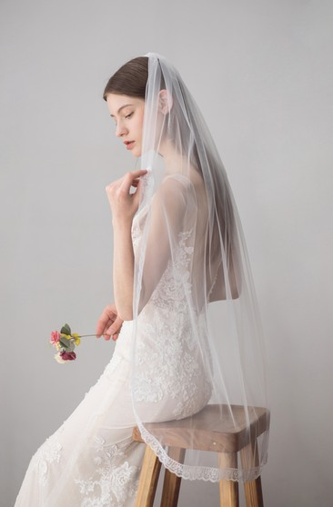 Single Tier Tulle Fingertip Veil with Lace Trim